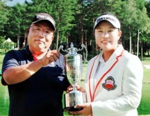 父退職、自宅も売却 女子ゴルフ新星に家族の支え