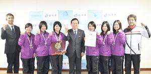 「チームダンロップ」準優勝 ソフトテニス日本リーグ、白河市長に報告