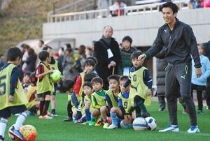 長谷部がサッカー教室 藤枝に17年春開校