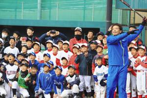 ソフトバンク・松田選手、出身の滋賀県草津市で教室
