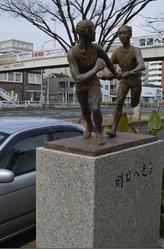 箱根駅伝見守り20年 横浜、鶴見中継所のランナー像