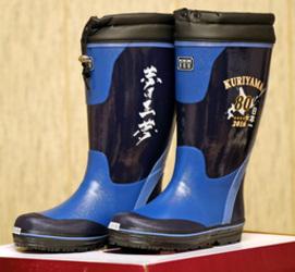 「夢は正夢」踏みしめて 長靴の日ハム・栗山監督モデル販売