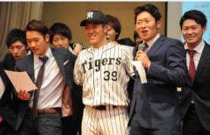 阪神 7位指名の長坂、出身の富岡で仲間がエール