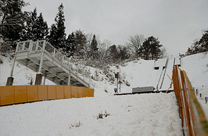 少雪で大会開催ピンチ 県中学スキーは中止や会場変更