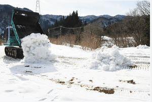 積もらぬ雪、開けぬ大会 石川・白峰スキー競技場