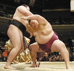御嶽海、豪栄道を圧倒 2大関敗れる、大相撲初場所