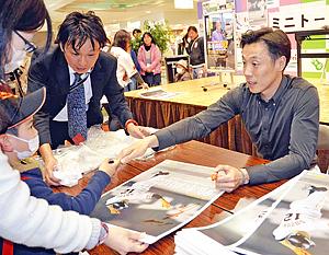 元巨人・鈴木尚広さん、どうして足が速いの? ファンと交流