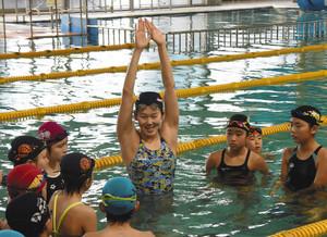 水泳 一流選手が教室 金の指導に生徒感激 犬山