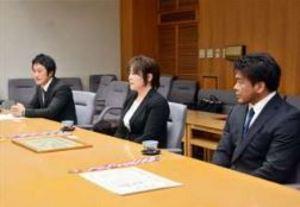 アームレスリング 世界選手権6位の佐久間ら3選手が県庁訪問