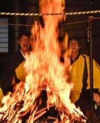 カープ 燃える新井、冷めぬ情熱 恒例の護摩行