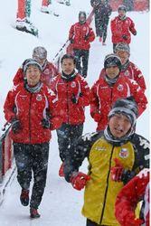 J1札幌 今年初の全体練習 J1定着目指す