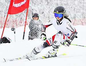 女子大回転は猪苗代・佐藤が初頂点 福島県中体スキー
