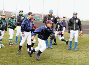 八王子で野球教室 技術向上のコツ、児童ら260人学ぶ