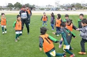 J2熊本、水俣市で小中学生80人と交流