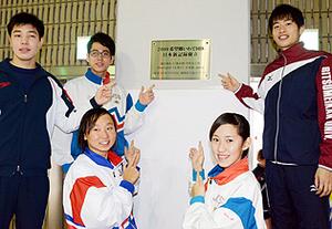 競泳池江選手の日本新記念プレート設置 盛岡市立総合プール