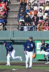 往年の名選手ら躍動 プロ野球名球会が東西対抗戦