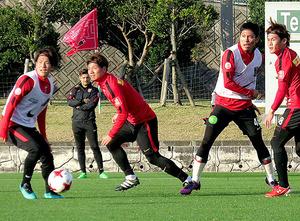 J1浦和 沖縄キャンプ 初の実戦 新加入選手、持ち味発揮