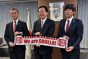J3盛岡 菊池新監督「県民と頑張る」 岩手県知事を訪問