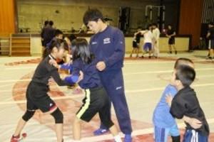 リオ銀太田忍選手、倉敷でレスリング講習会
