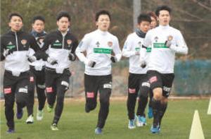 J1仙台・小島 持久走先頭集団でゴール