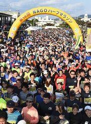 桜の季節にやんばる路快走 NAGOハーフマラソン