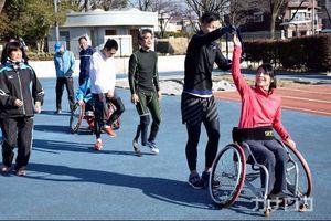 つなげよたすき、障害者から健常者へ 「パラ駅伝」
