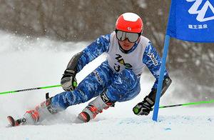 成年男子A大回転、三上が混戦制す 山形県総合スキー、