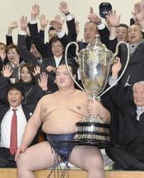 大相撲・稀勢の里、横綱確実 日本出身19年ぶり