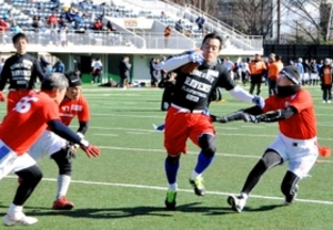 フラッグフットボールで難病支援 大学OBら川崎で熱戦