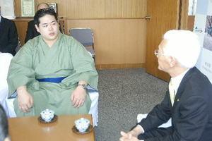 大相撲 十和田の顔に 序二段全勝優勝の錦富士