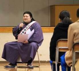 大相撲 「小柳先生」母校に再び 新潟の光晴中で租税教室