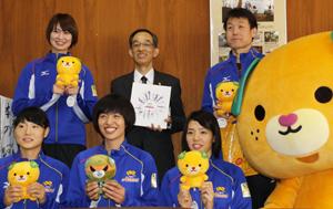 「大事な試合」 東レ女子バレー、木村選手ら愛媛県庁訪問