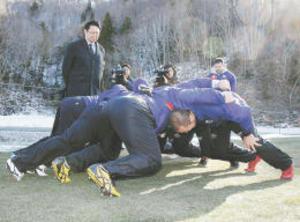 ラグビー W杯 天然芝試験場を公開 岩手県釜石市