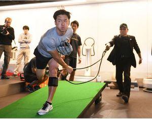 日本ハム 斎藤、股関節故障前の力強い球を