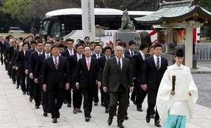 広島カープ連覇祈願 護国神社参拝「挑戦者の姿勢で」