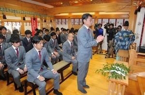 J2岡山、悲願のJ1昇格へ必勝祈願 沖田神社に参拝