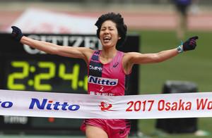重友復活、5年ぶりV 大阪国際女子マラソン