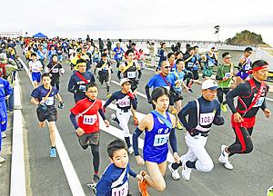 118チームが浜街道から『元気発信』 広野ふれあいマラソン