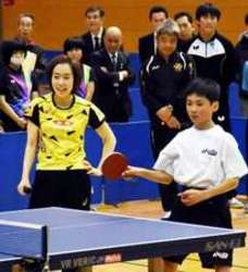 卓球・石川選手が小中学生を指導