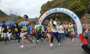 陸上 岡村(奈良学園大)優勝 10キロ男子1部 昴の郷マラソン