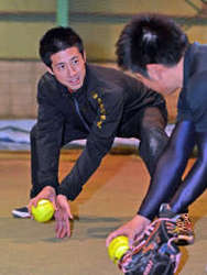 ソフトボール ペルー女子代表コーチに西村一哉氏