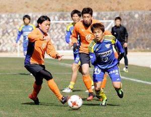 開幕までの課題チェック 愛媛FCとFC今治、練習試合