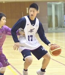 福島南高・水野、チーム練習に熱 福島ファイヤーボンズ特別指定選手