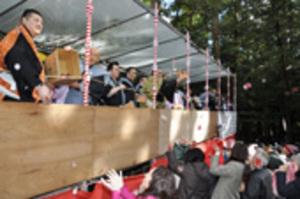 琴勇輝関ら豪快に豆まき 鈴鹿市の椿大神社