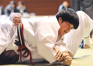柔道・岩手女子選手権、佐藤が初優勝 段別4段は菊池制す