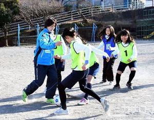 J2横浜 児童に巡回指導 プロの技、速さに感動