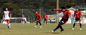 サンガ、福岡大と練習試合 3-4-3布陣で大勝