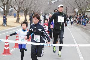 陸上 「安中市民マラソン」360人が競う 親子でほほえましくゴール