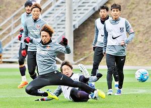 J1浦和、球際で激しい攻防 捻挫のラファ「もう少しで戻る」