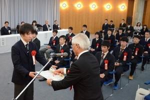 スポーツで活躍の中高生を表彰 岡山県教委、20人5団体